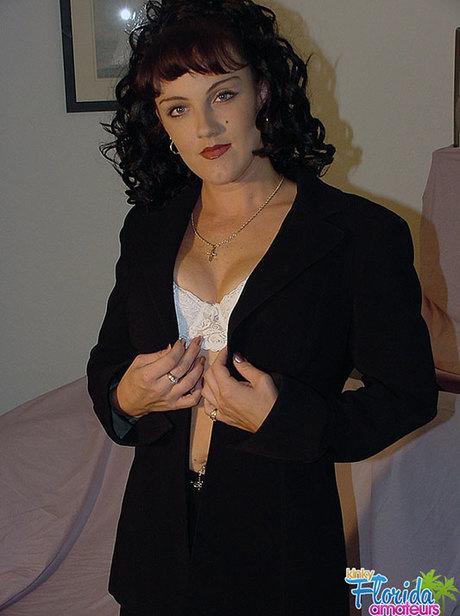 Jessica - Kinky Amateur Milf